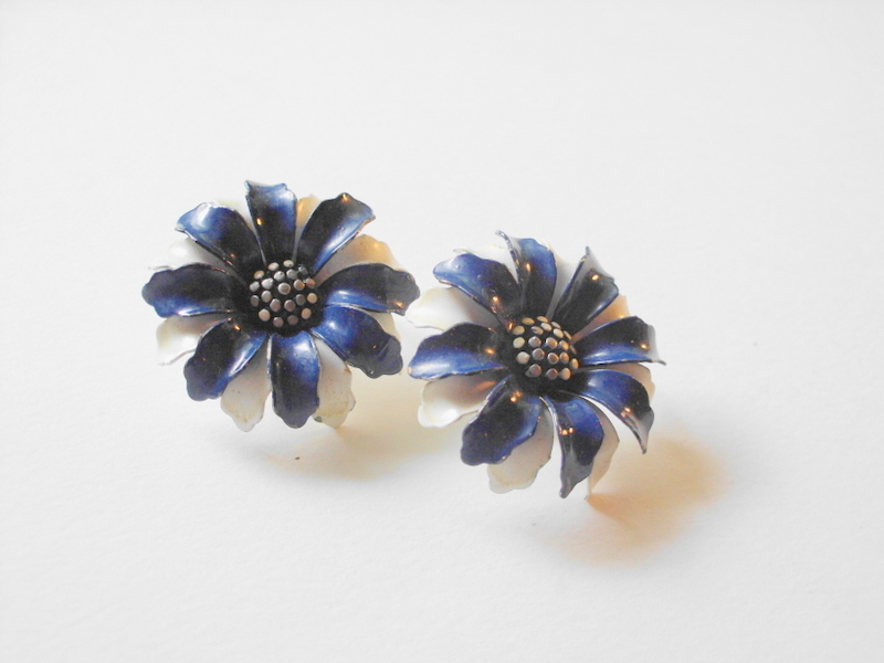 blue and white flower earrings, vintage signed trifari